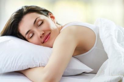 Spanie w biustonoszu – czy jest zdrowe?